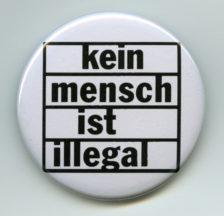 Pin des Netzwerks der Sans-Papiers-Kollektive, um 2000 (Signatur: F Ob-0003-175)