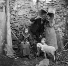 Roberto und Linda Donetta mit ihren Kindern Brigida und Saulle, 1905-1910, Ausschnitt (© Fondazione Archivio Fotografico Roberto Donetta, Corzoneso)