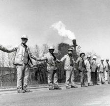 Menschenkette um die Henrichshütte am 23. April 1987