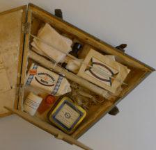 Erste-Hilfe-Kasten des Fahrwarts Walter Bachmann (SozArch F Oa-5242)