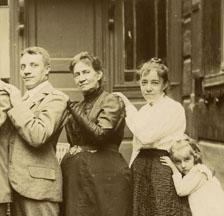 Remigration vor 100 Jahren: Nach der Russischen Revolution 1917 flüchteten viele Schweizer/innen aus Russland zurück in die alte Heimat. (SozArch_F_5119-Fb-111)