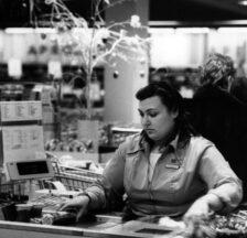 Kassiererin in der Migros, ca. 1990 (SozArch F 5030-Fc-0279)