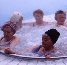 Seniorinnen im Thermalbad Zurzach, 1997 (SozArch F 5128-Da-038)