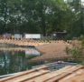 eine schwimmende Brücke über den Zellwegerweiher