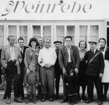 ATB Sektion Rikon: Ausfahrt 1947, Gruppenbild vor Restaurant Weinrebe