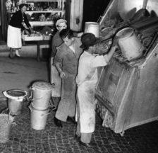 Kehrichtentsorgung in der Zürcher Altstadt (1950er Jahre)