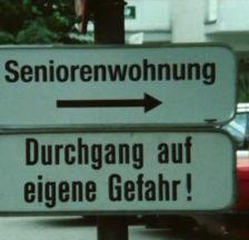 Filmstill aus dem «Treffpunkt» vom 1.12.1988: «Senioren- Wohngemeinschaften Dornbirn» (Signatur: F_9045-032)