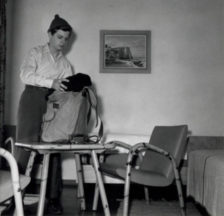 Zimmer in der Jugendherberge Crocifisso in Lugano, um 1960 (F 5500-AK08-117)