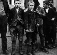 Verdingkinder, irgendwo in der Schweiz, um 1940 (Sozarch_F_5030-Fc-0345)